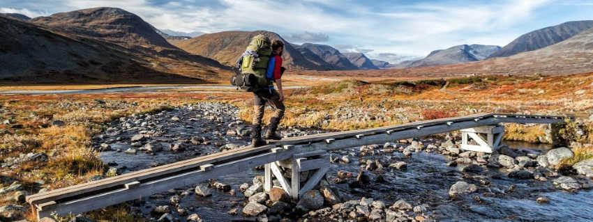 lange afstandswandelaar op de Kungsleden-wandelroute in Lapland - Zweden